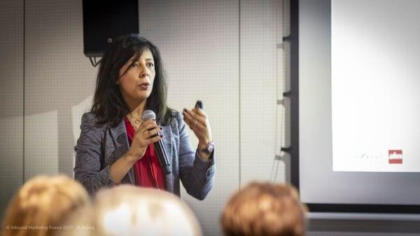 Aïda Mimouni lors de la conférence sur les programmes de fidélité