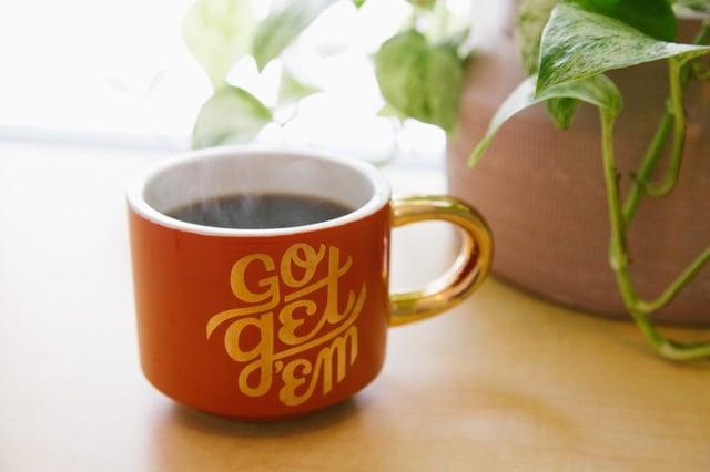 "Tasse avec écriture ""Go get 'em"" - Kyle Glenn"