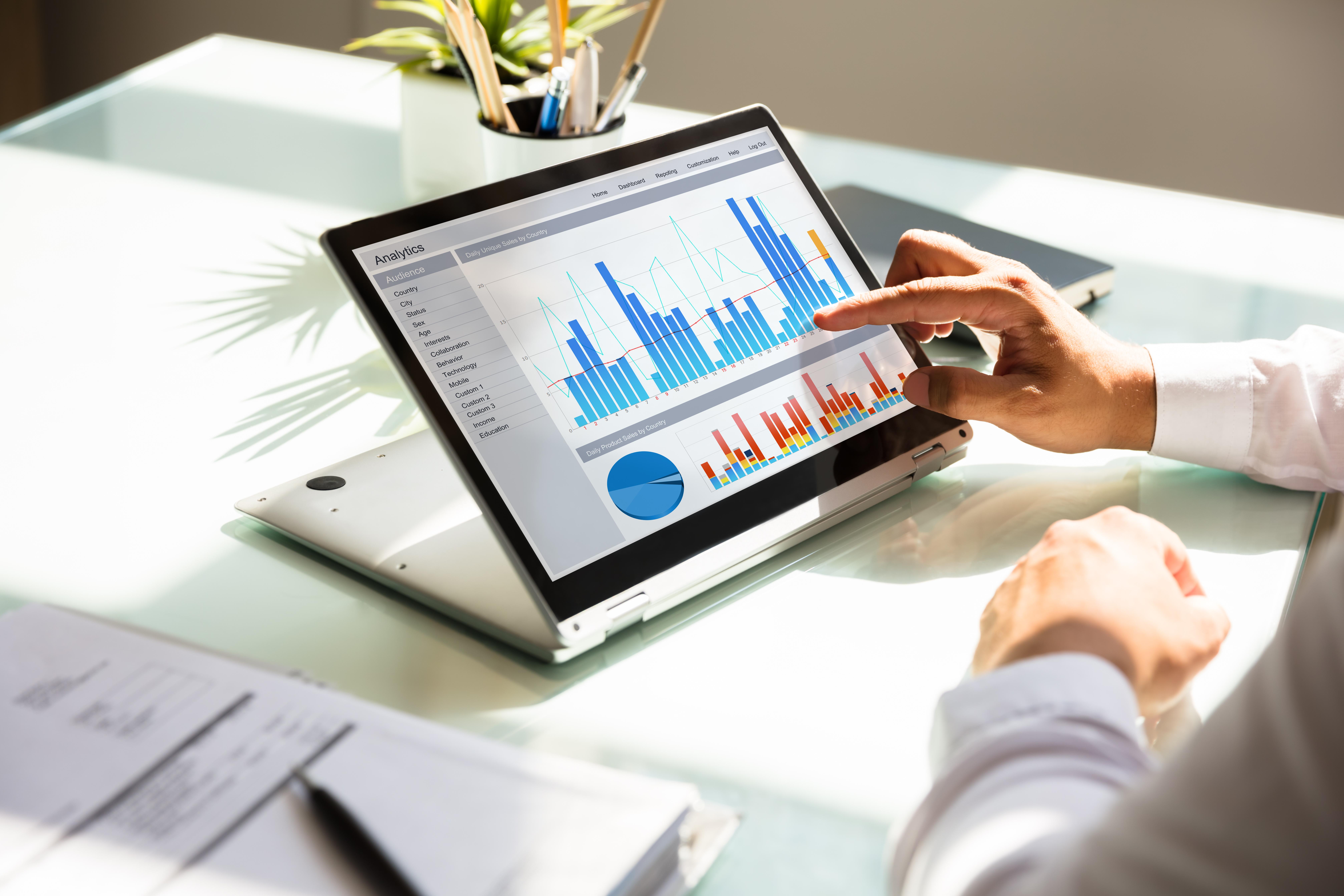 Modèles d'attribution : optimiser la mesure de vos actions marketing [+ GUIDE]
